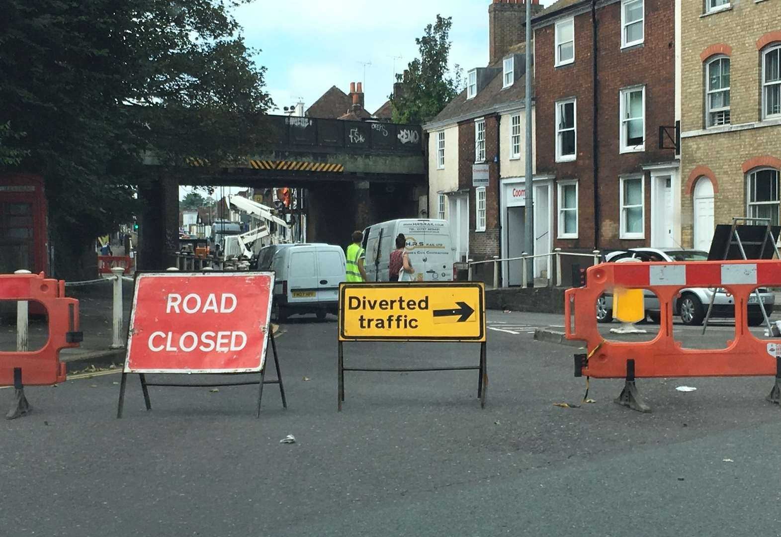 'Chaos' as main route shut for emergency repairs