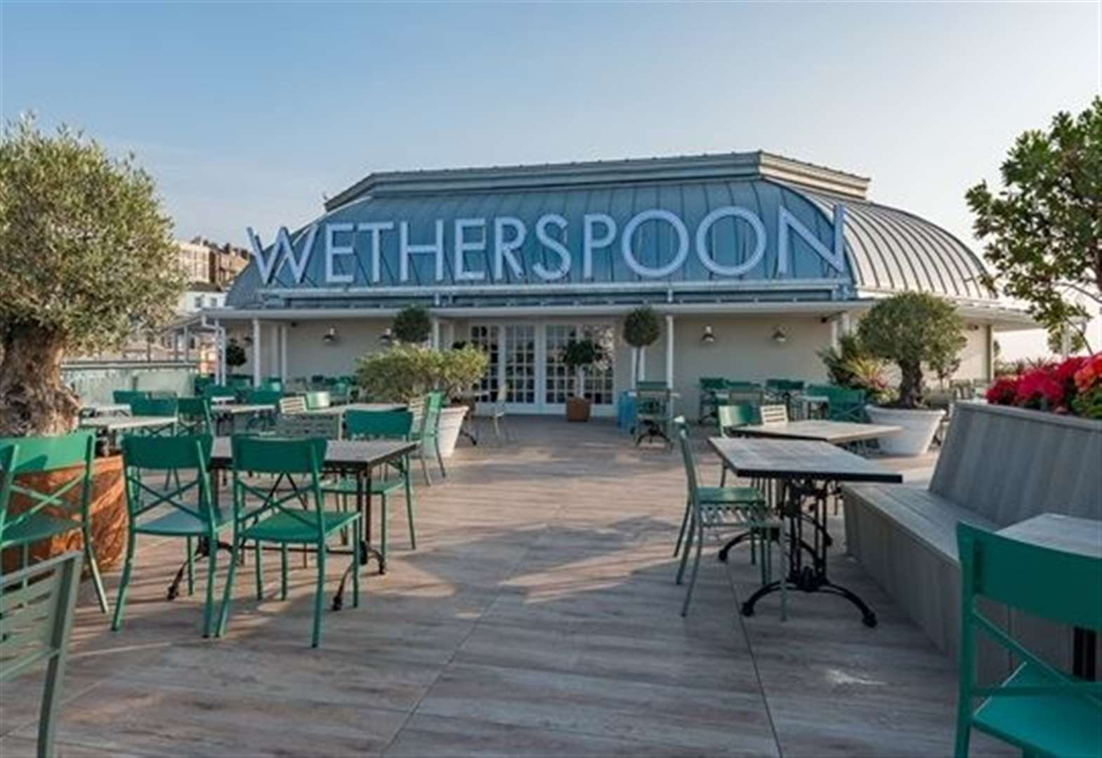 Wetherspoon to plough £200m into pubs