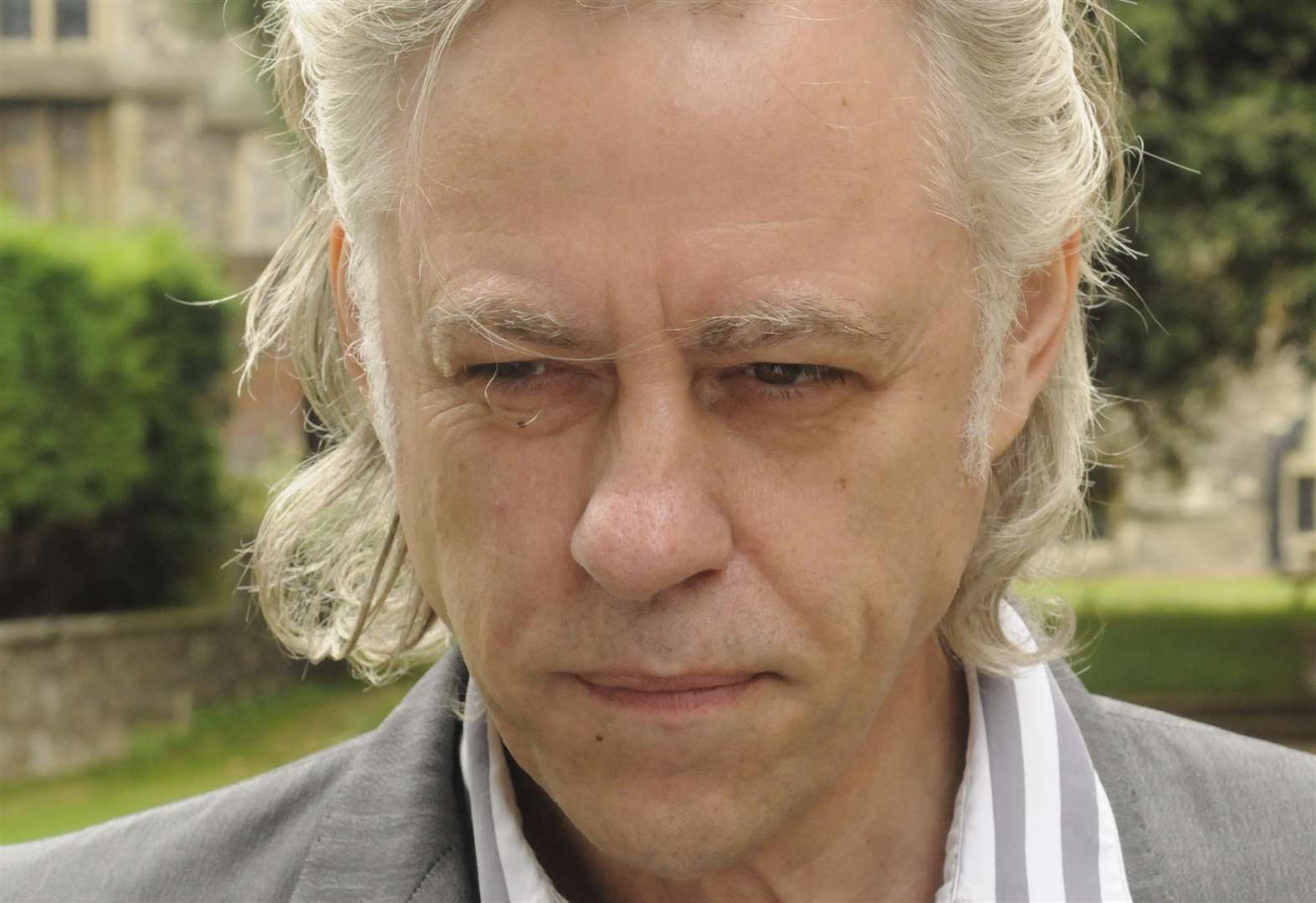 Geldof offers to pay for coach to march
