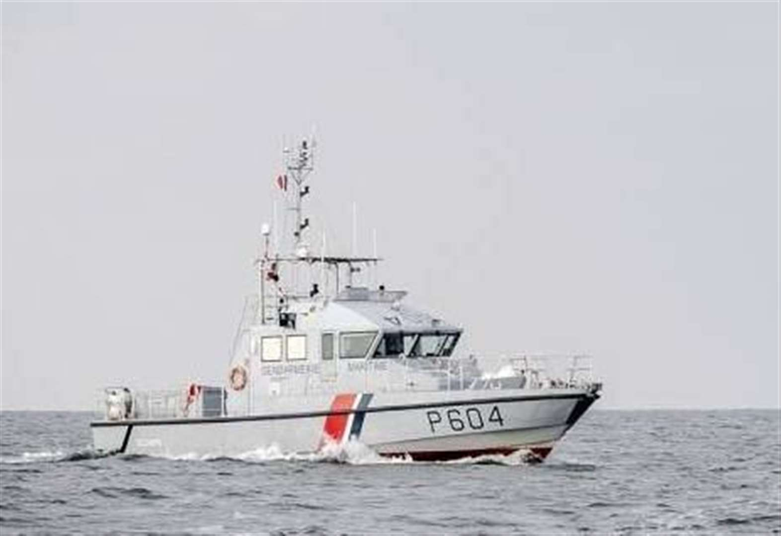 Migrants saved from sinking boat