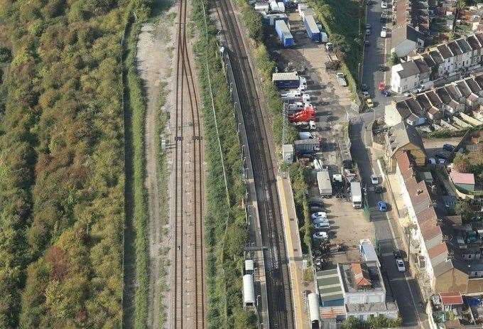 The curved stretch of railway at Northfleet. Picture @NetworkRailSE
