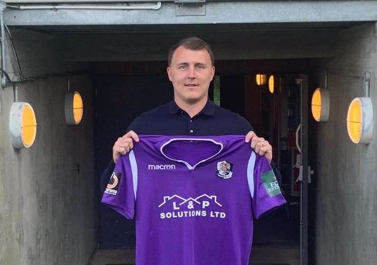 Alex Flisher signs for Dartford (13920818)