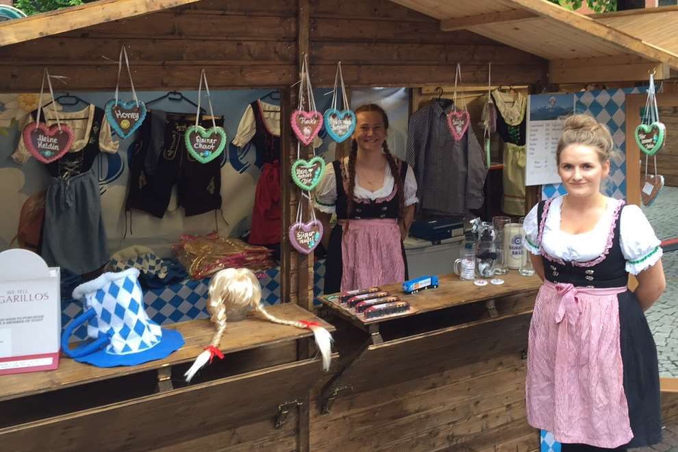 There will be souvenir huts with traditional German gifts