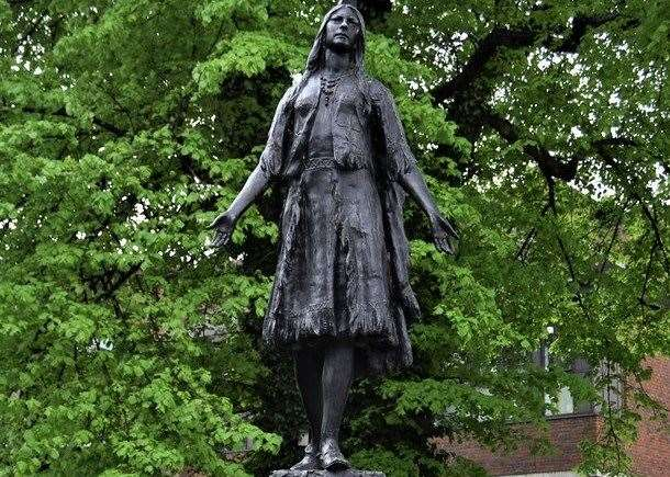 A statue to Pocahontas stands in Gravesend picture: Flickr