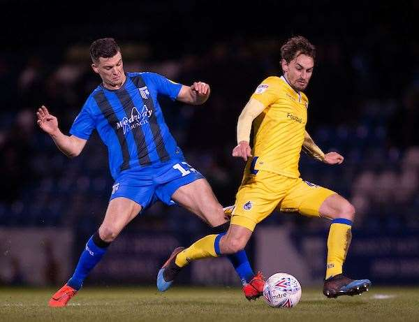 Callum Reilly puts a foot in against Ed Upson Picture: Ady Kerry (7742582)