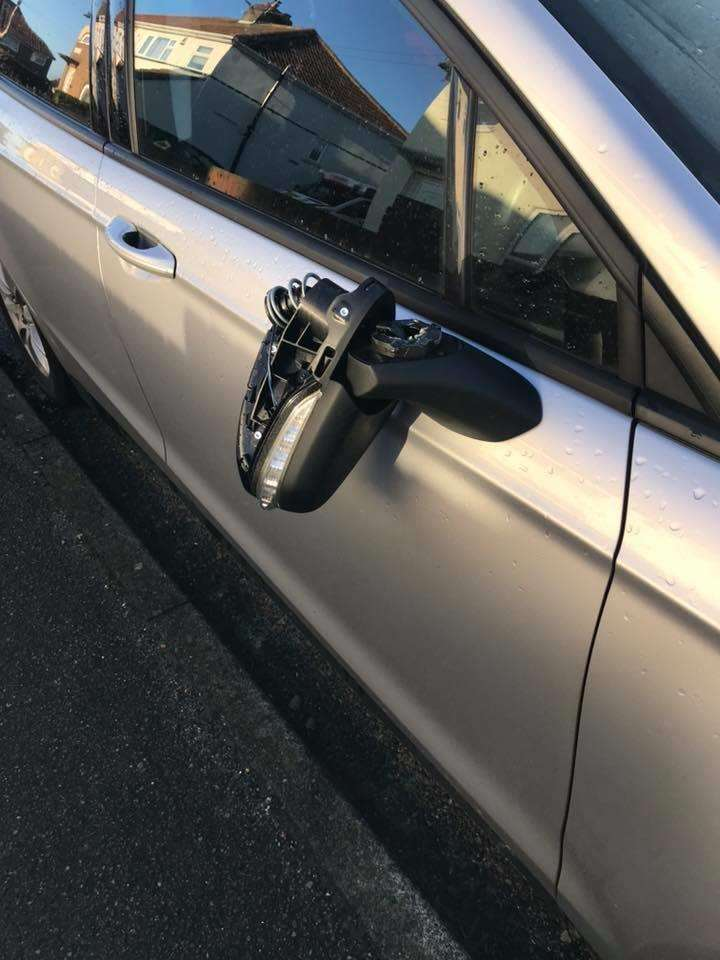 A wing mirror of a car was damaged in Celtic Road (5396743)