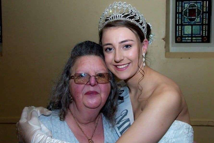 Lara Lynch with her granny Liz Masters who died of coronavirus in May