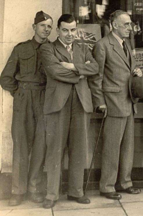 Joe Fagg (centre), pictured in 1942-43, organised entertainment for the Second World War troops stationed in Ashford. (4386084)