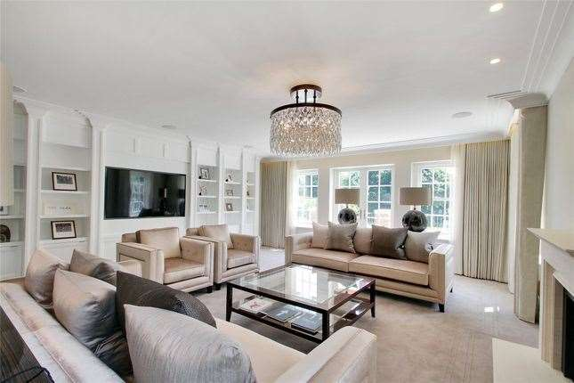 Inside the £4.25m property. Picture: Zoopla / Alan De Maid