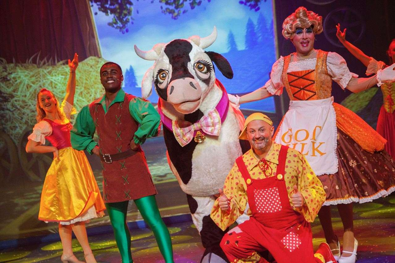 The cast of the Sevenoaks Panto streamed live to theatre fans