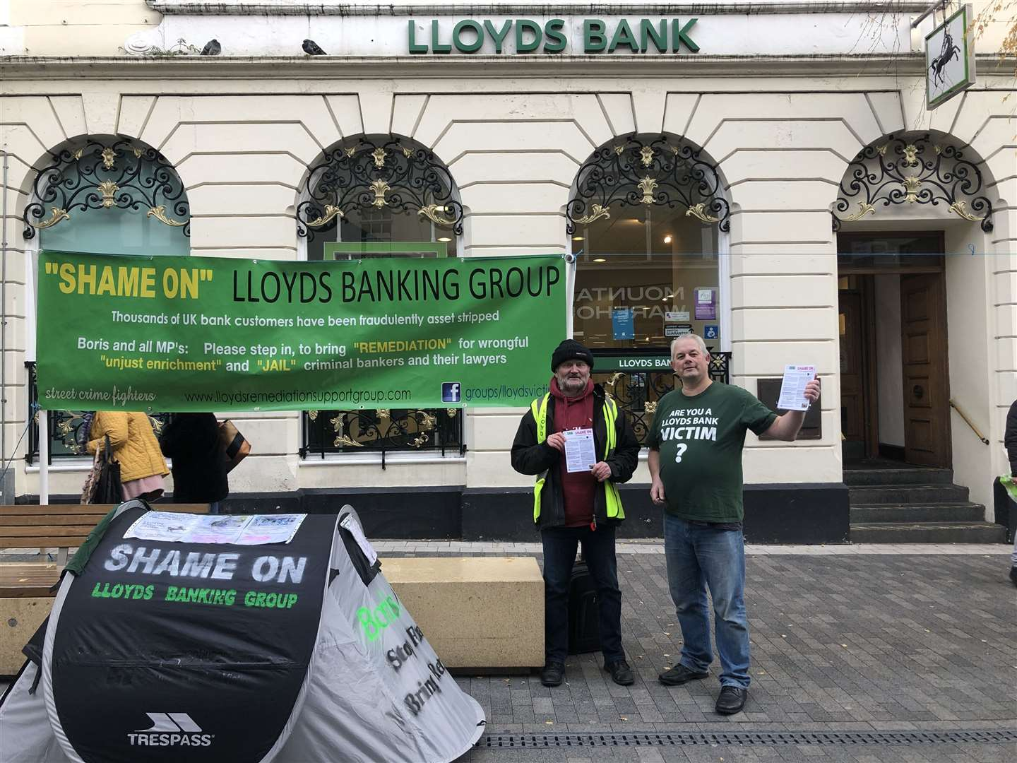 Bryan Henderson and Trevor Mealham campaigned outside Lloyds Bank, in Week Street, Maidstone