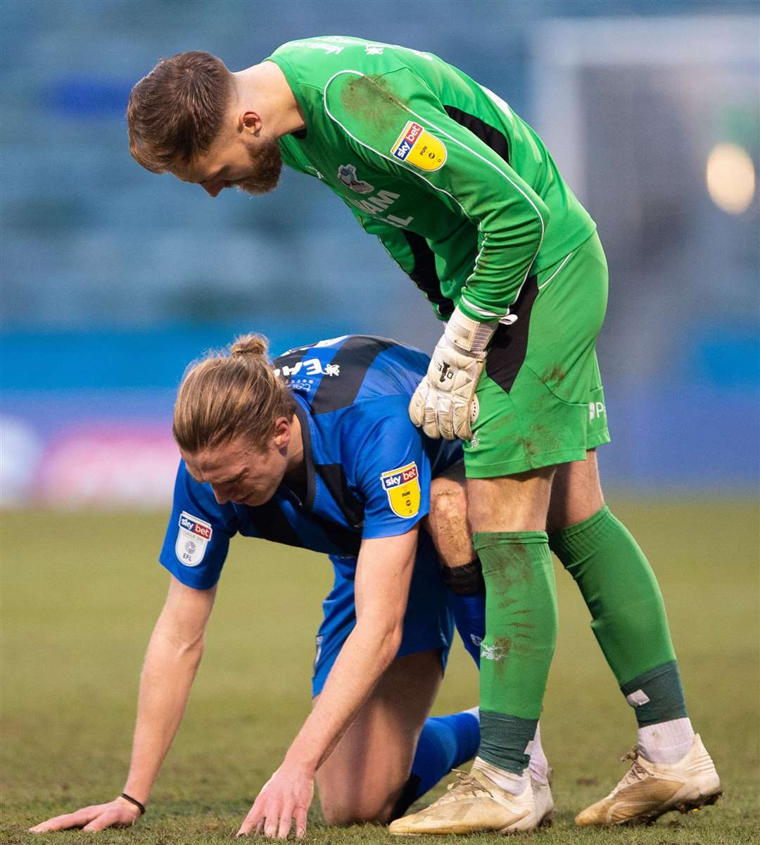 Tom Eaves is confronted by Scunthorpe keeper Jak Alnwick Picture: Ady Kerry
