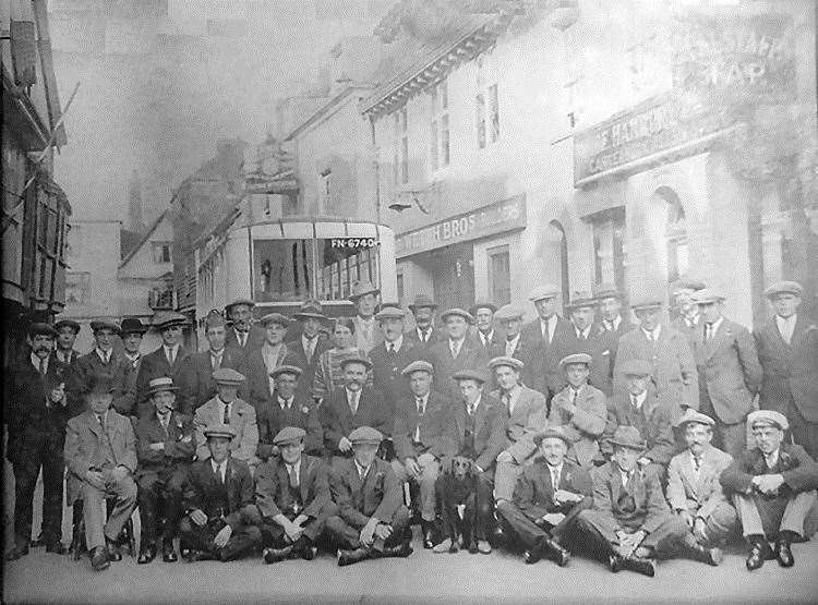 A group outside the Falstaff Tap in 1926 (Picture: Rory Kehoe)