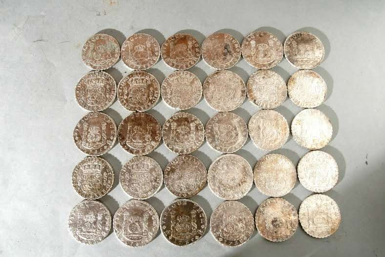 Coins – Spanish coins found in the Rooswijk wreck from 2005. Copyright: collection of the Zeeuws maritiem muZEEum