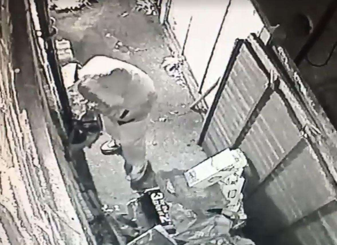CCTV showed the suspect trying to break into garden and open a side door. (5588996)