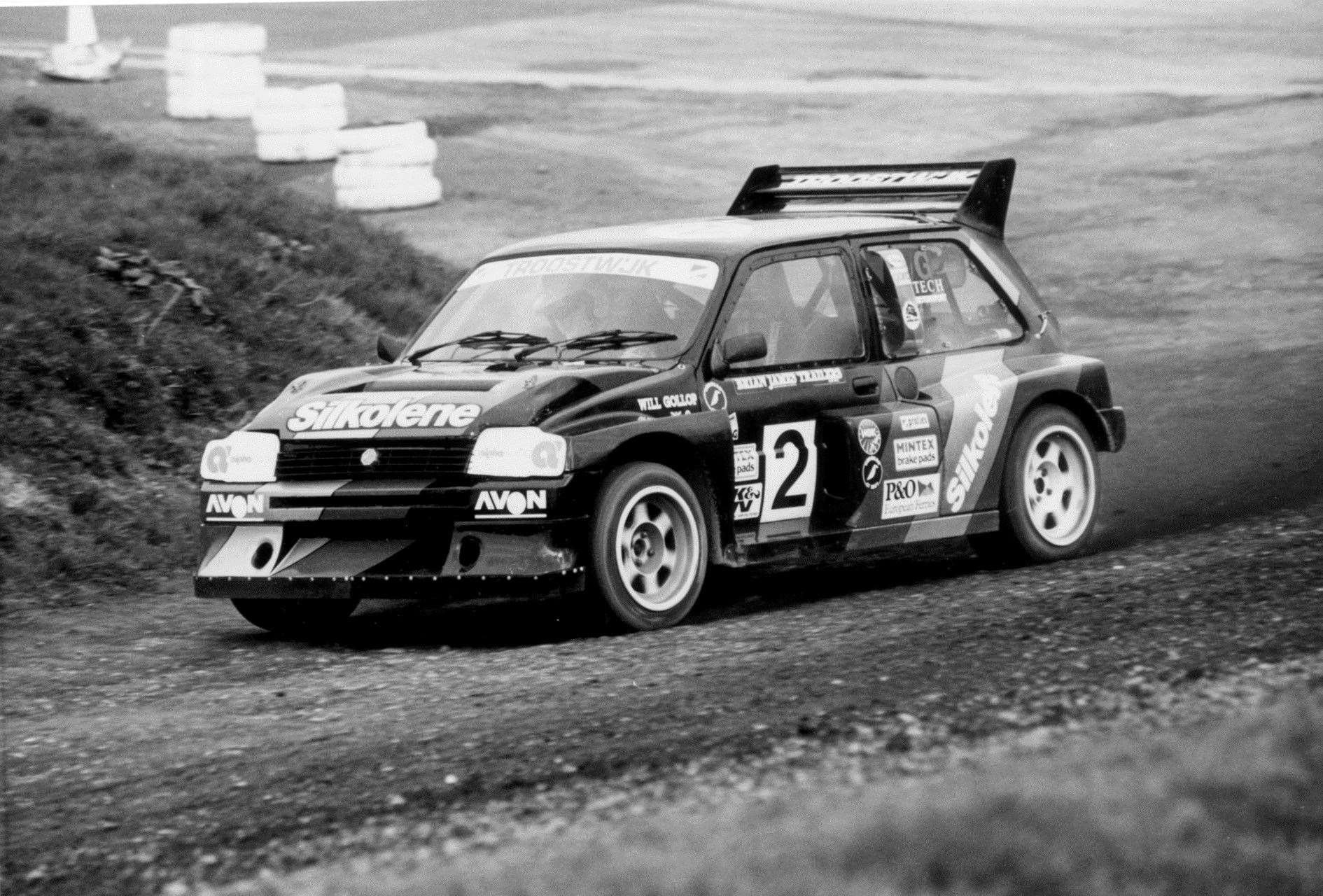 Rallycross hero Will Gollop, from Blean near Canterbury, rounds Paddock Bend at Lydden Hill in his iconic Silkolene-backed MG Metro 6R4. Picture: RallycrossWorld.com