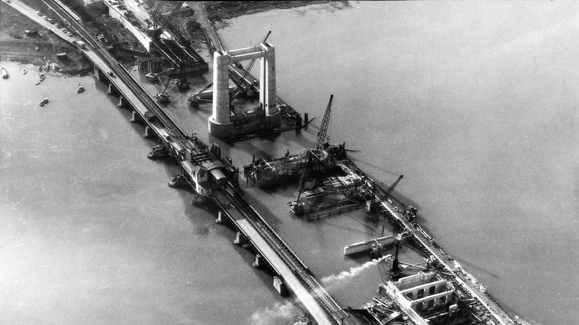 The Kingsferry Bridge under constructuion in 1959