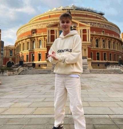 HRVY hosted a digital performance at the Royal Albert Hall during the pandemic.  Photo: Instagram / @ hrvy