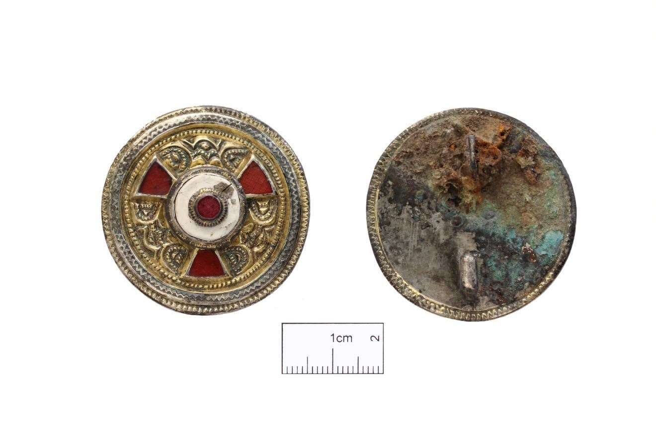 The stunning broach found with her (21999131)