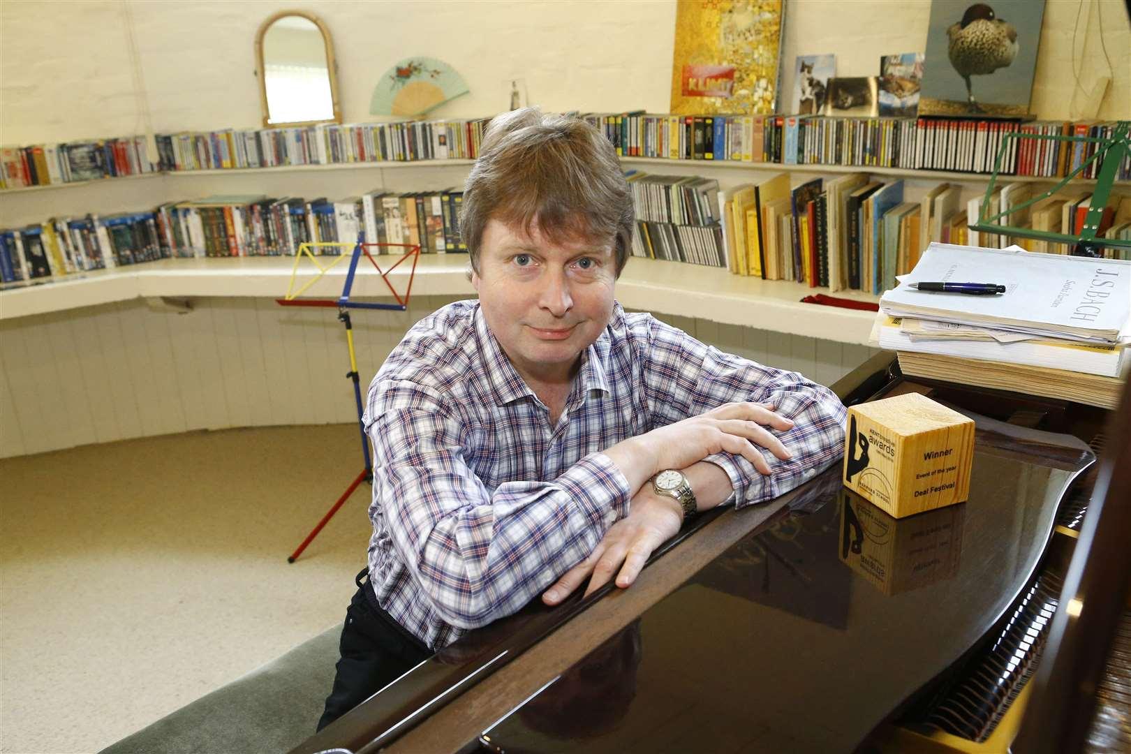 """Festivalio """"The Deal"""" meno vadovas Paulas Edlinas liepos 11 dieną Šv. Jurgio koplyčioje 15 val."""