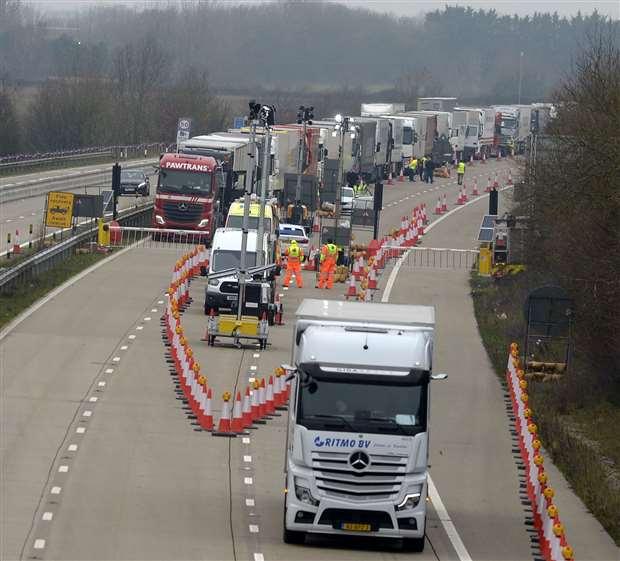 Se encontró que un total de 152 conductores habían violado las reglas de la Operación Brock. Imagen: Barry Goodwin