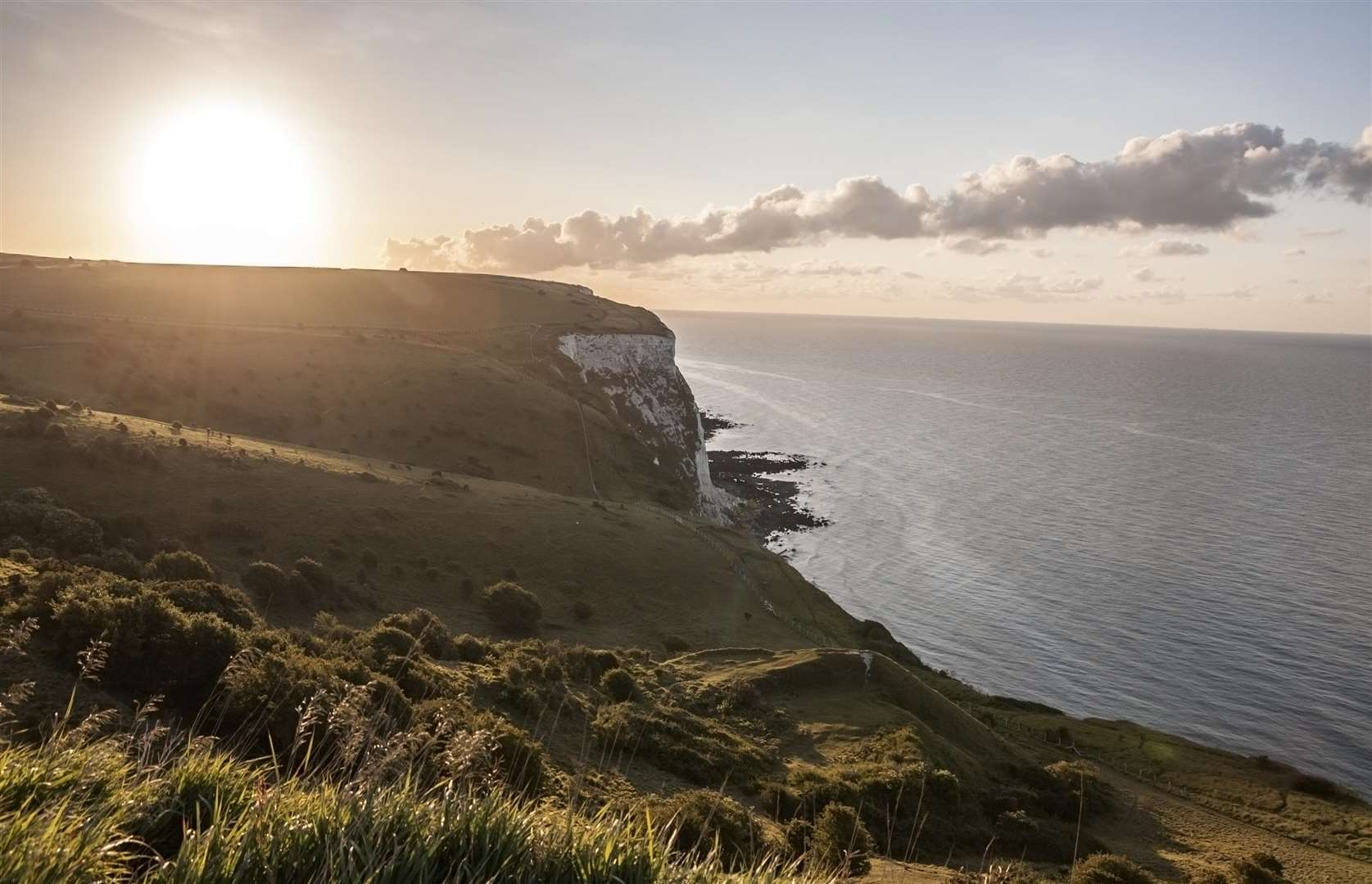 The White Cliffs of Dover in England at sunrise: one of the most romantic spots? Picture: ThinkStock/HomeToGo