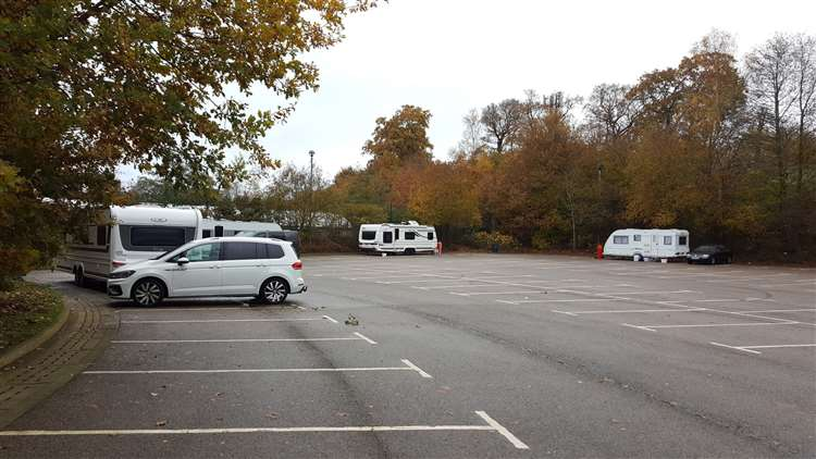 Travellers Pitch Up Behind Cineworld And Pizza Hut In Ashford