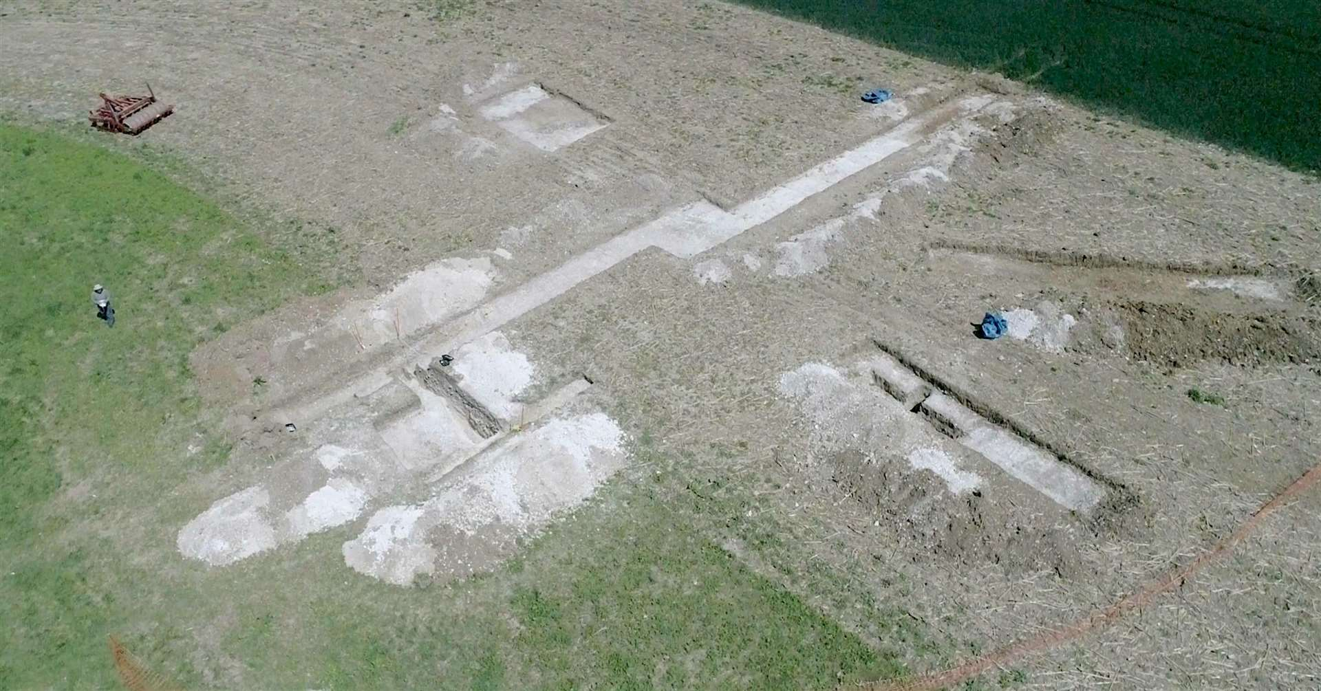 Aerial view of the monument. (3948000)