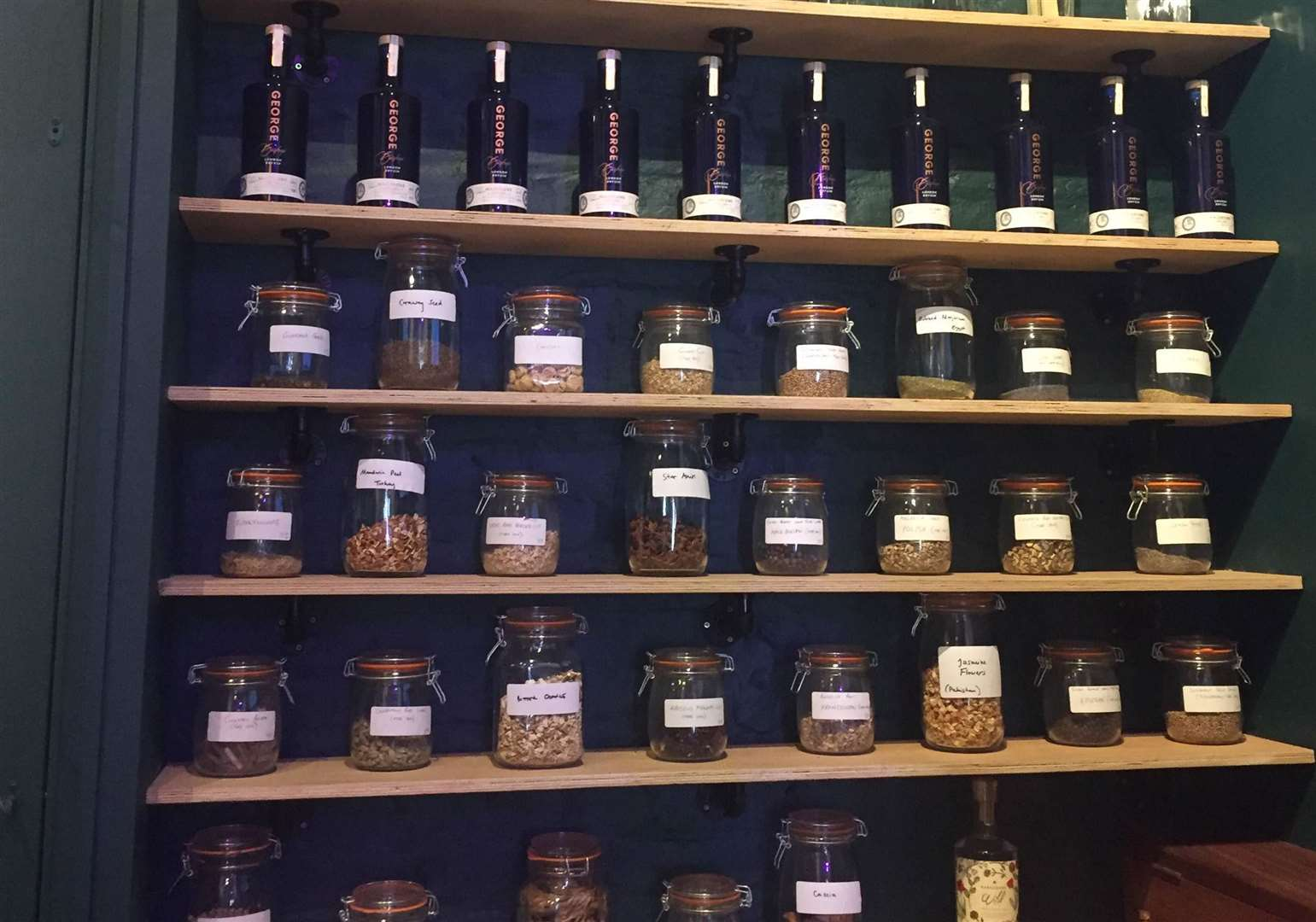 Jars of botanicals line the shelves in the experience room