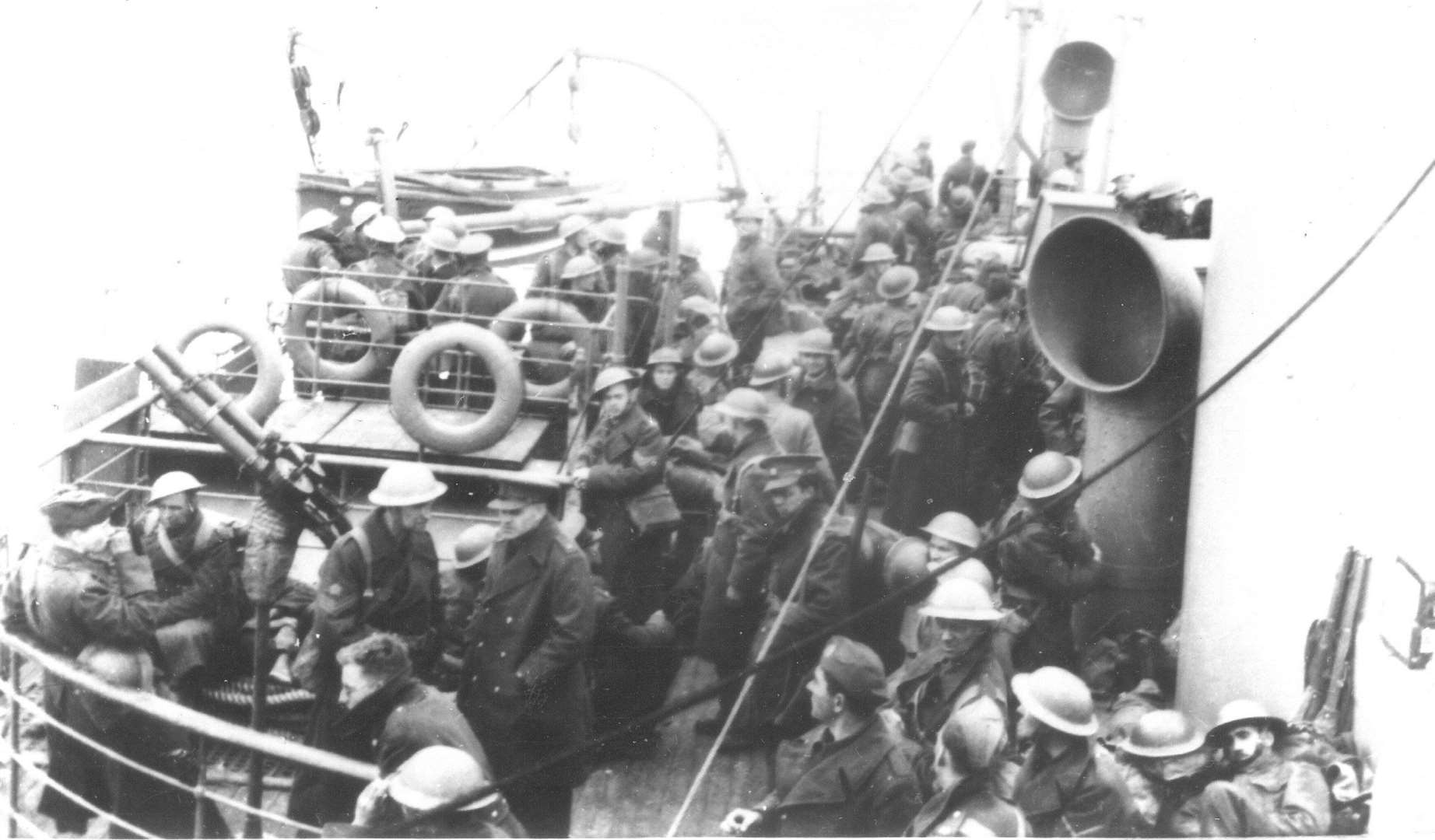 The Medway Queen loaded with soldiers evacuated from Dunkirk