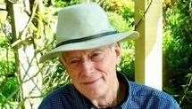 El concejal de la parroquia de Lenham, Mike Cockett, trabajó para obtener el reconocimiento de la cruz.