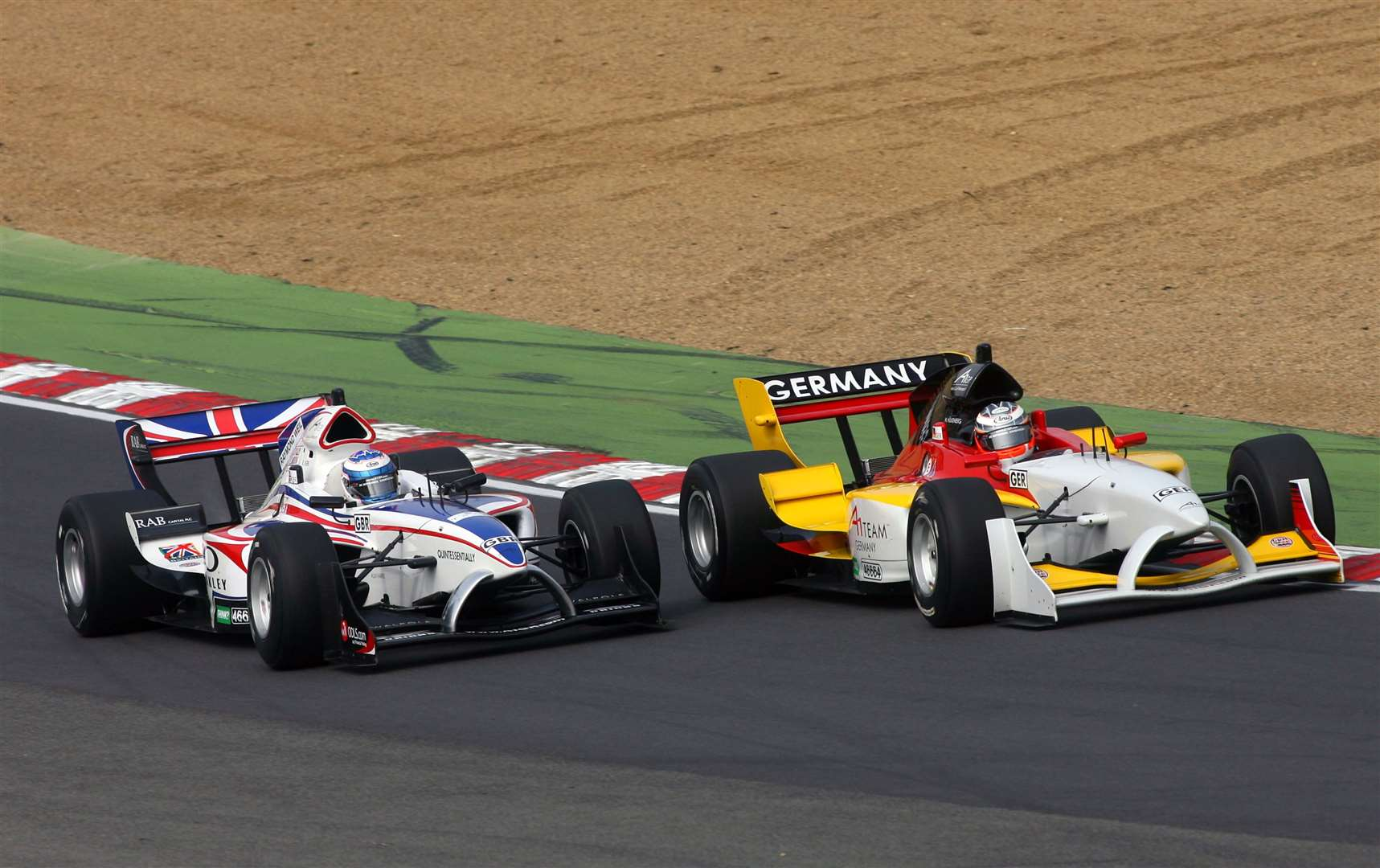 Team GB's Robbie Kerr goes wheel-to-wheel through Paddock Hill Bend with Germany's Nico Hulkenberg in 2007