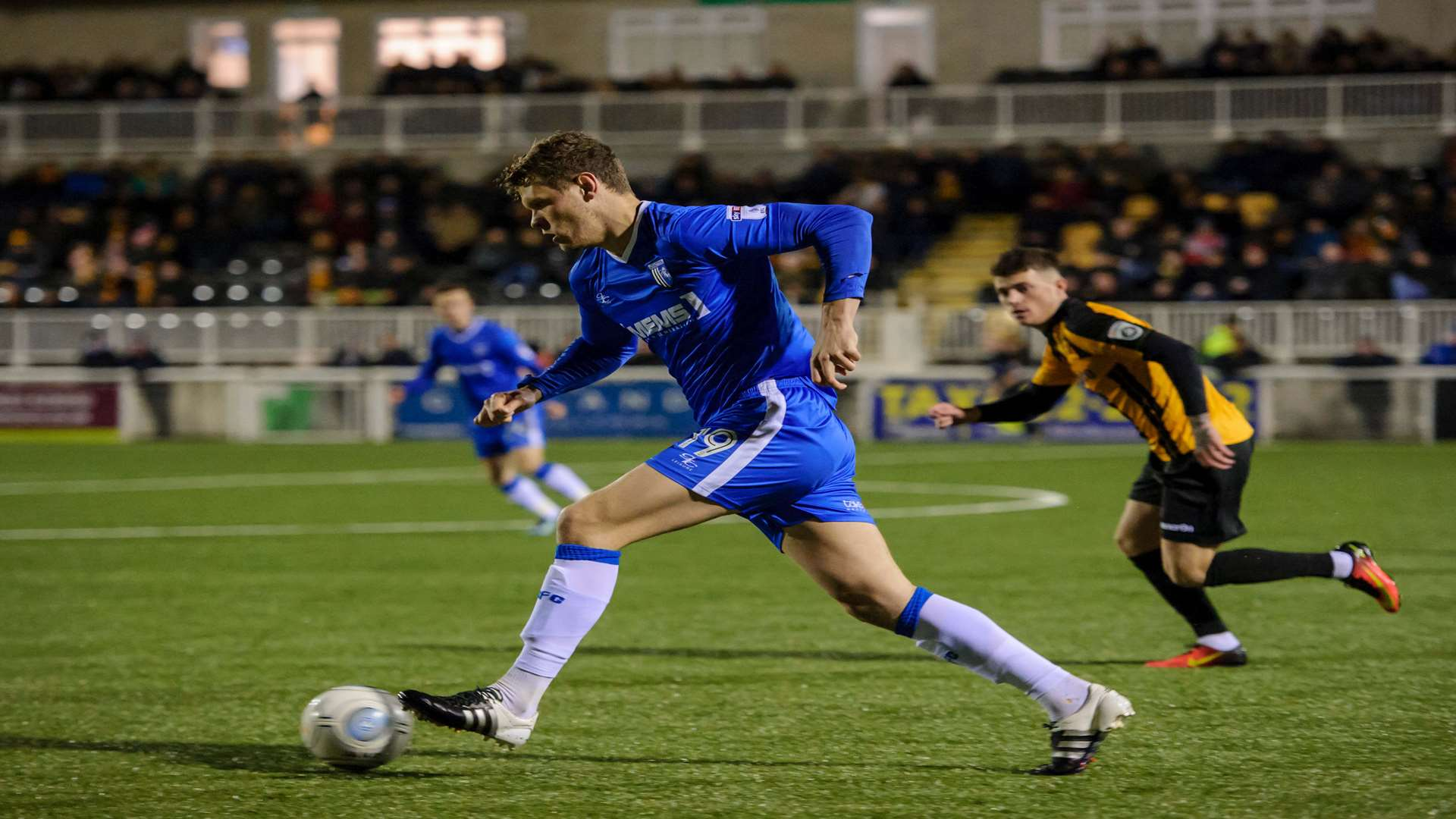 Bem Nugent brings the ball out of defence for Gills Picture: Andy Payton