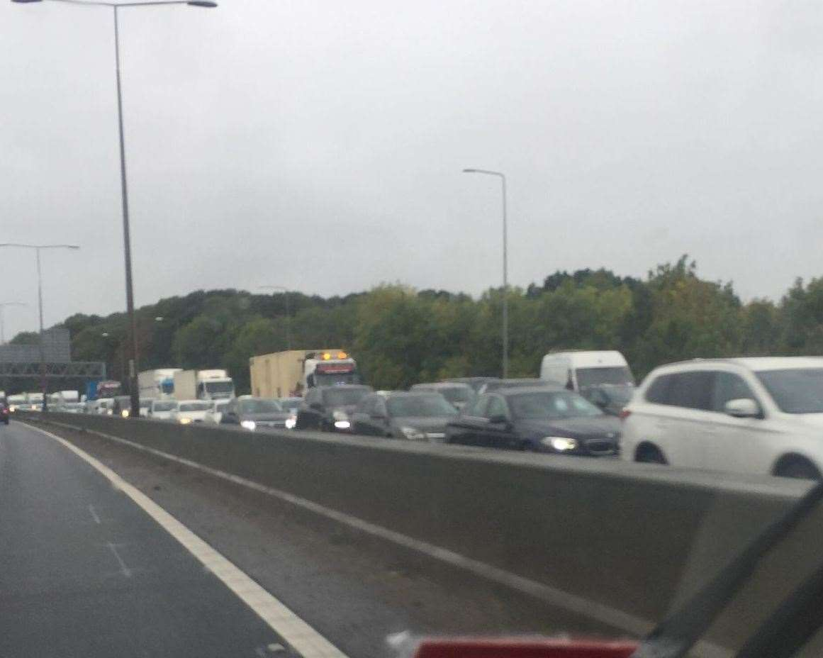 There is heavy traffic on the A2 following the crash (19098744)