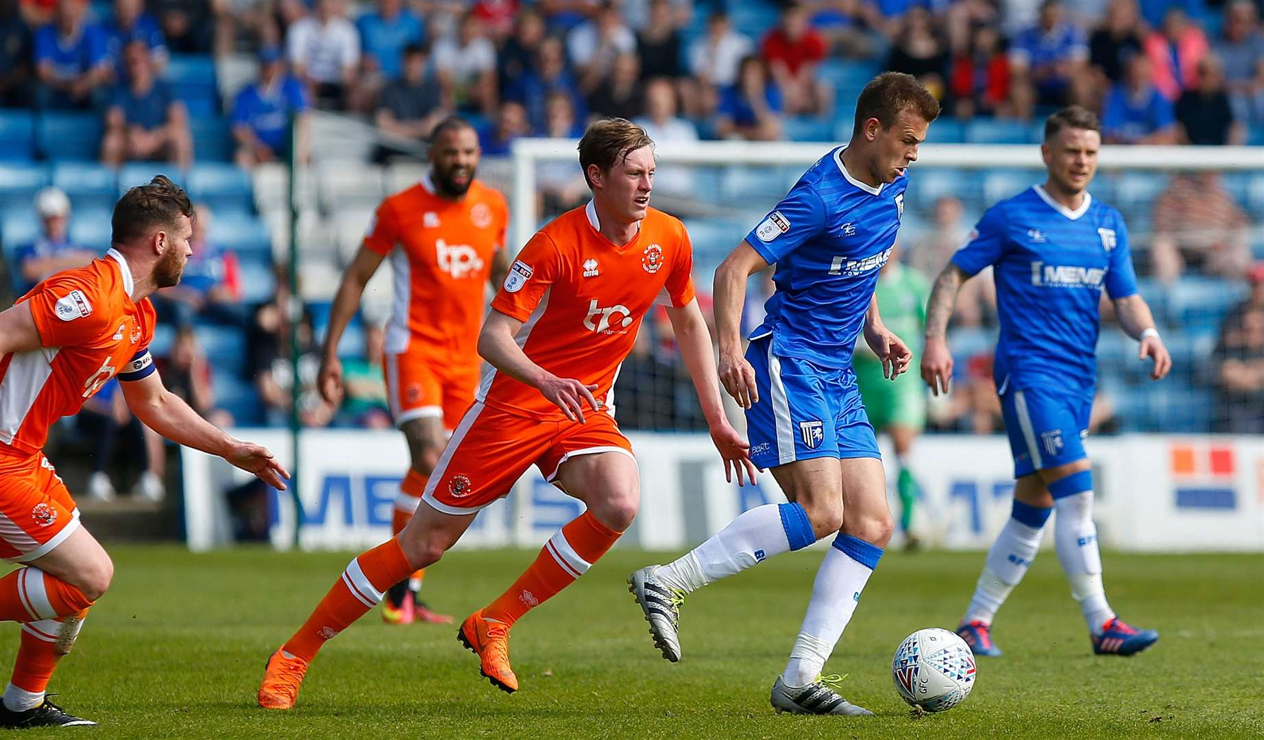 Jake Hessenthaler drives Gills on Picture: Andy Jones