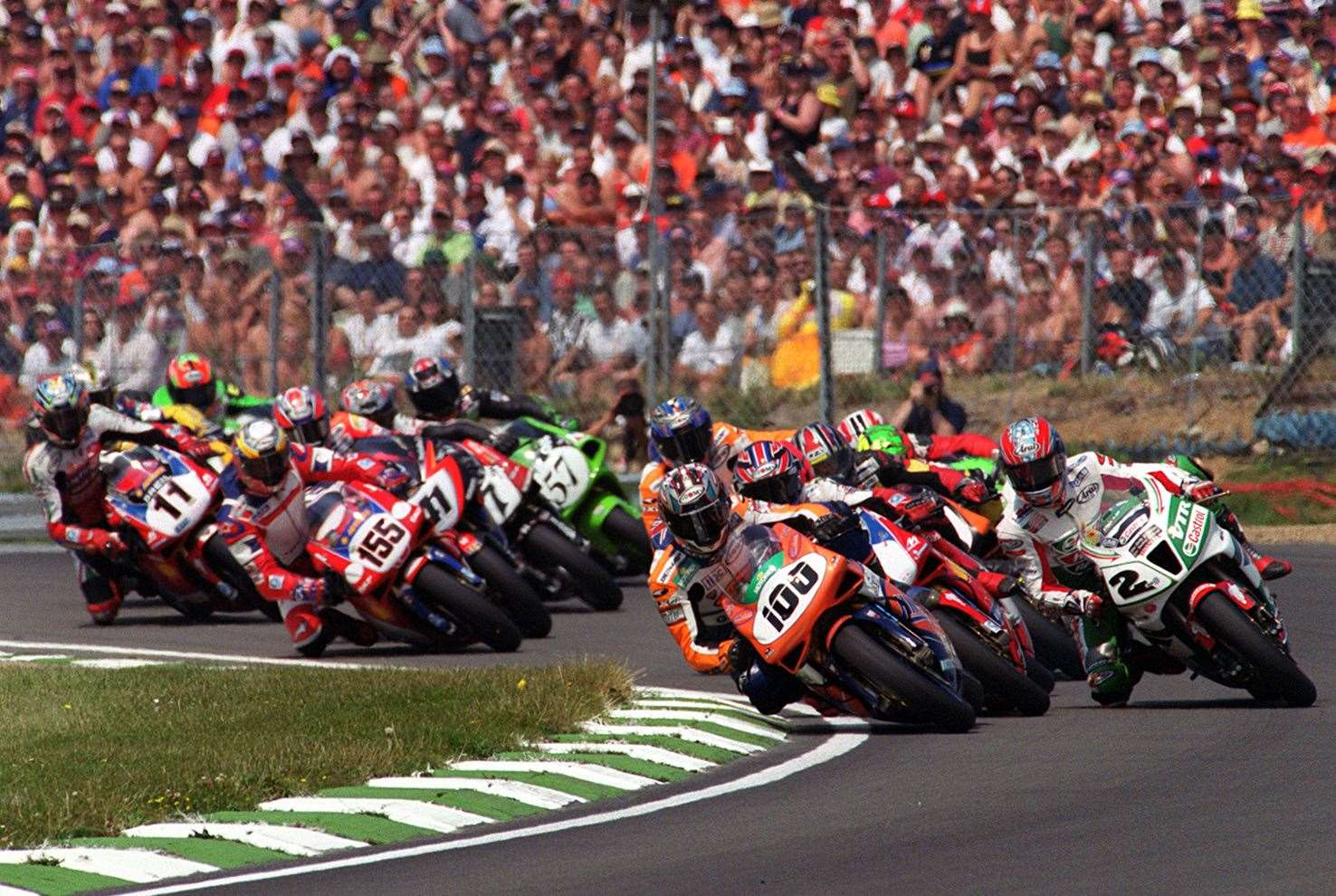 Neil Hodgson (100) pleases the huge crowd by leading the World Superbike pack into Paddock Hill Bend in 2002. Picture: Andy Payton