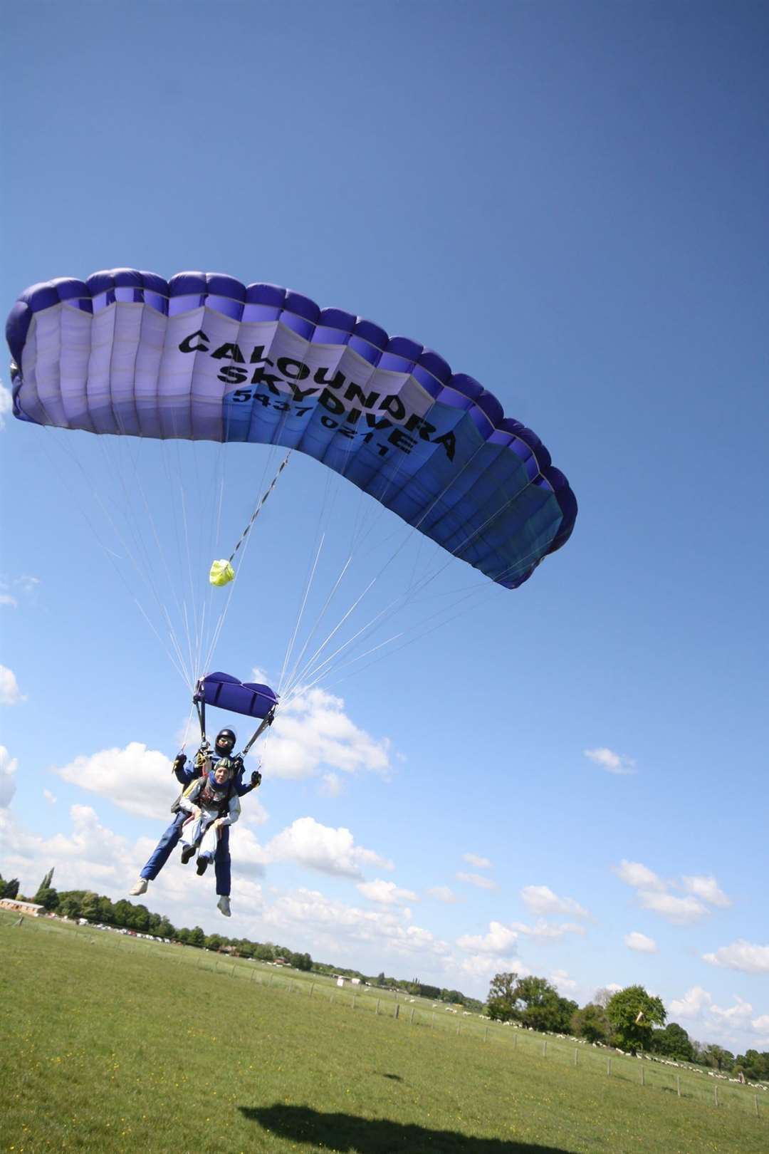 Sian Williams, 35, skydived to raise money for ellenor (10216437)