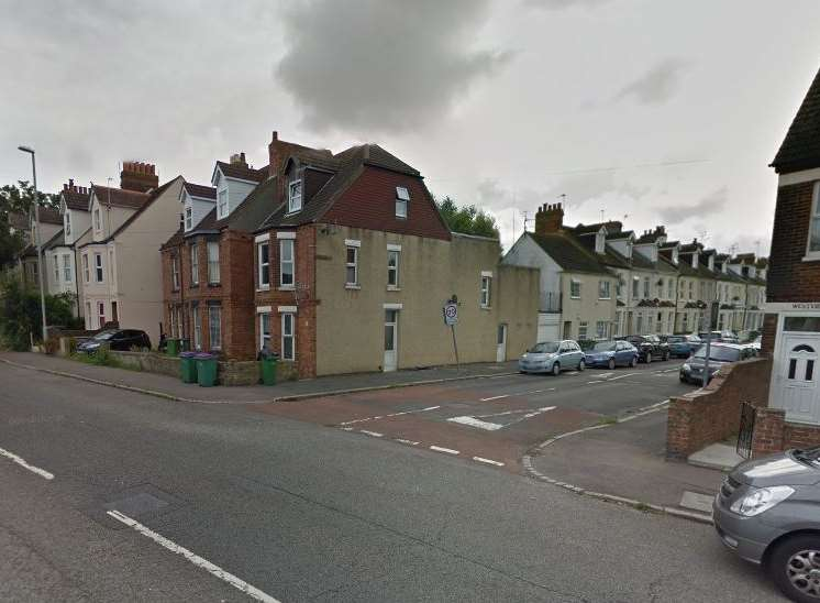 Folkestone Assault Dog Walker Punched By Another Dog