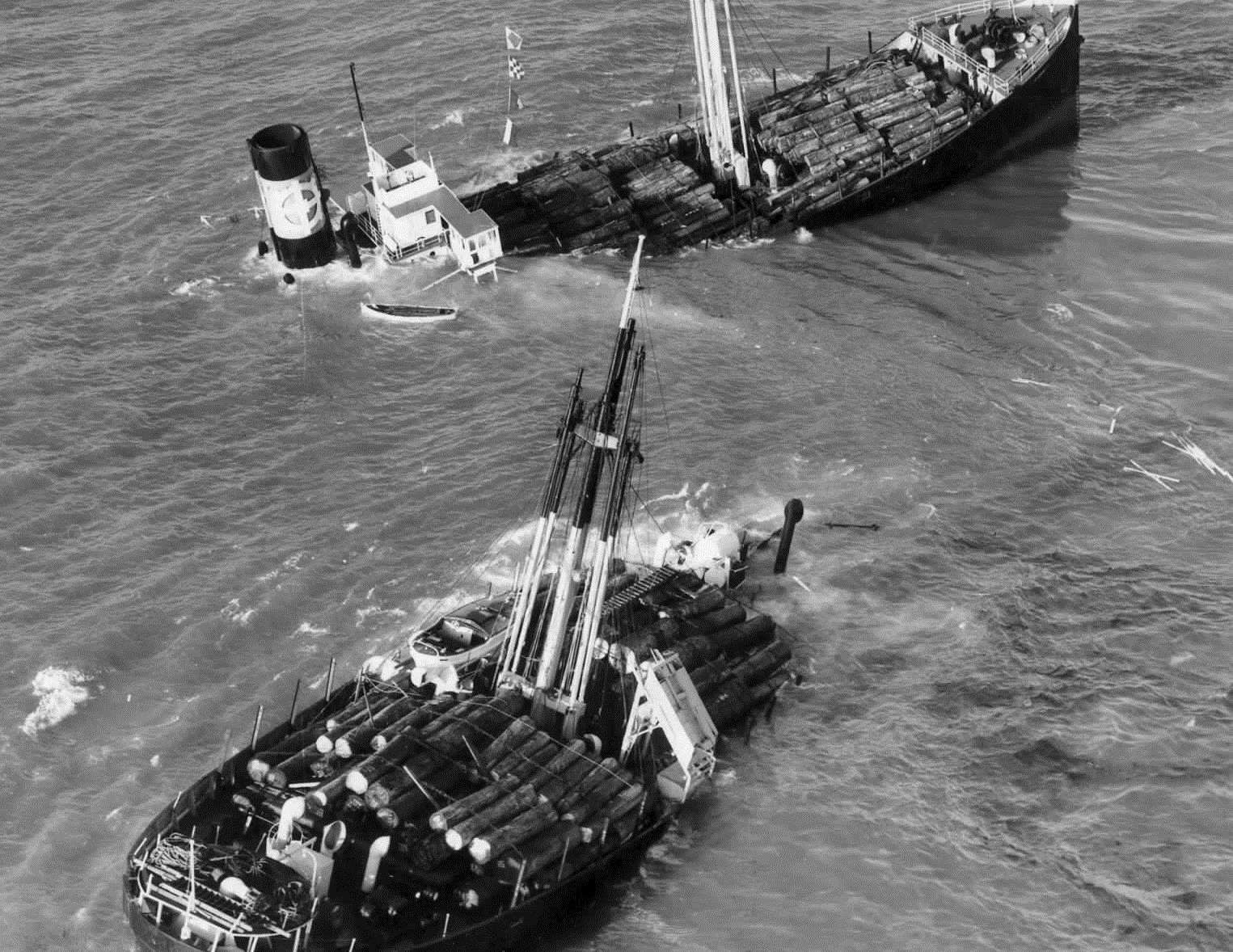 AGEN wrecked on the Goodwin Sands in 1952