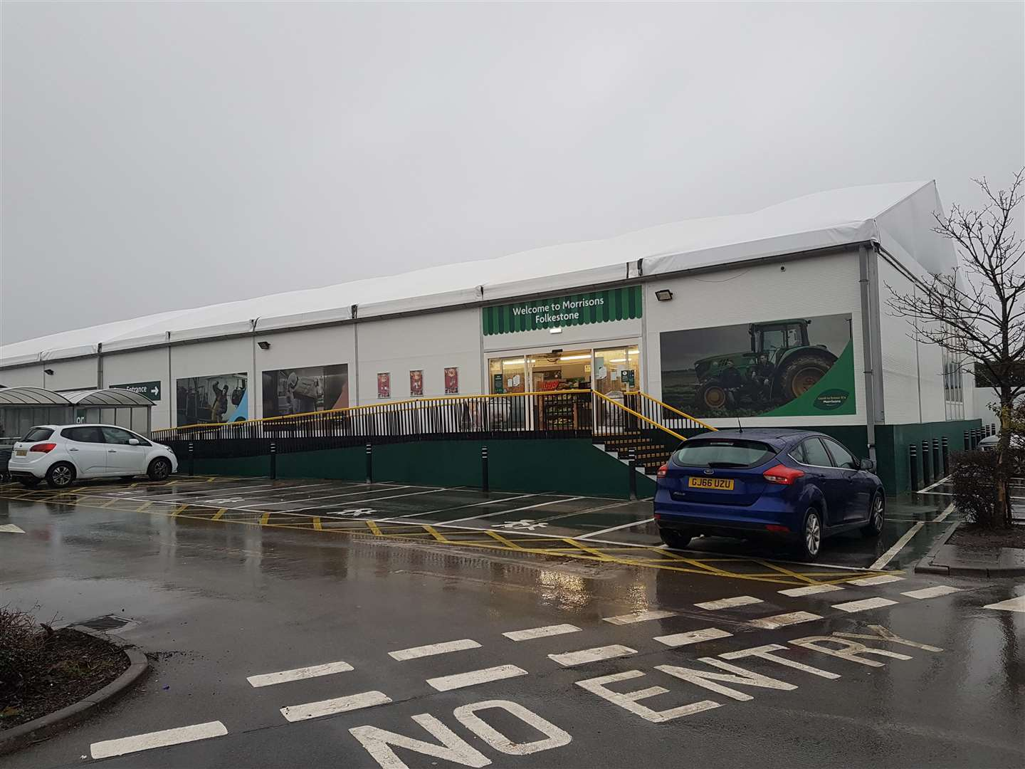The outside of the new temporary store in Cheriton, Folkestone (5807717)