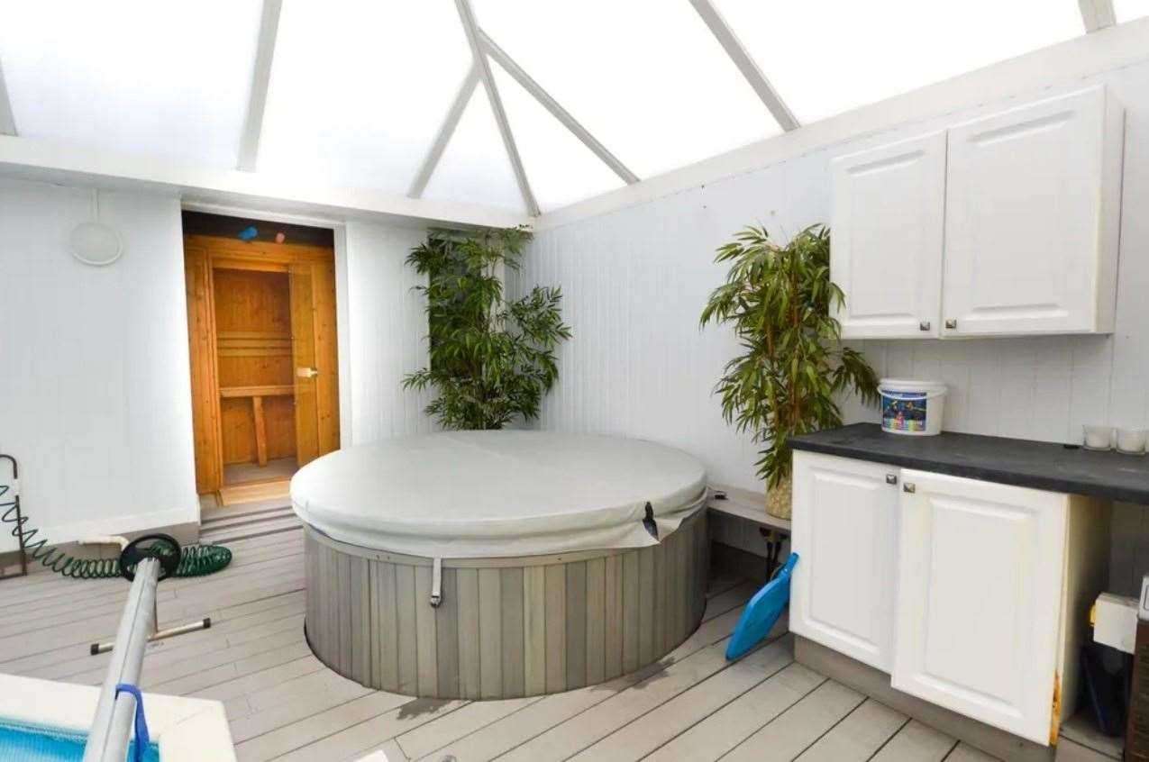 ...as well as a hot tub and sauna. Picture: Zoopla / Zest