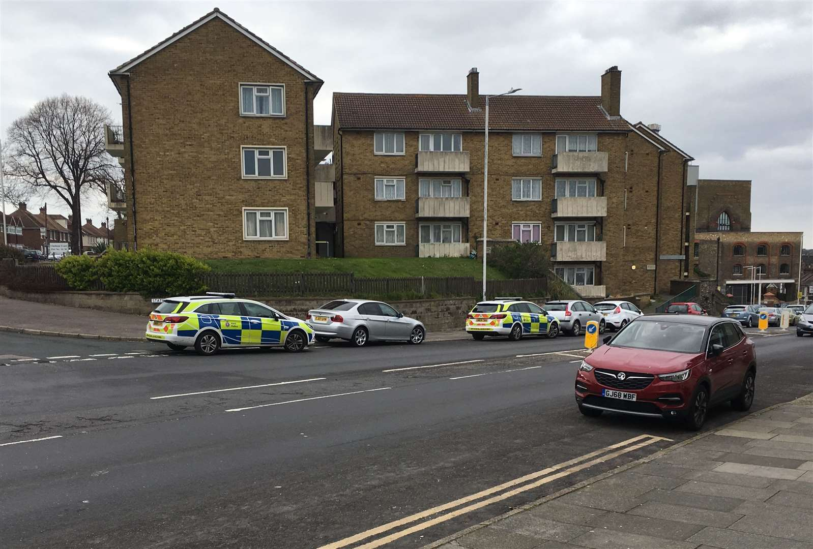 Police outside Chatham Court in Ramsgate (8471642)
