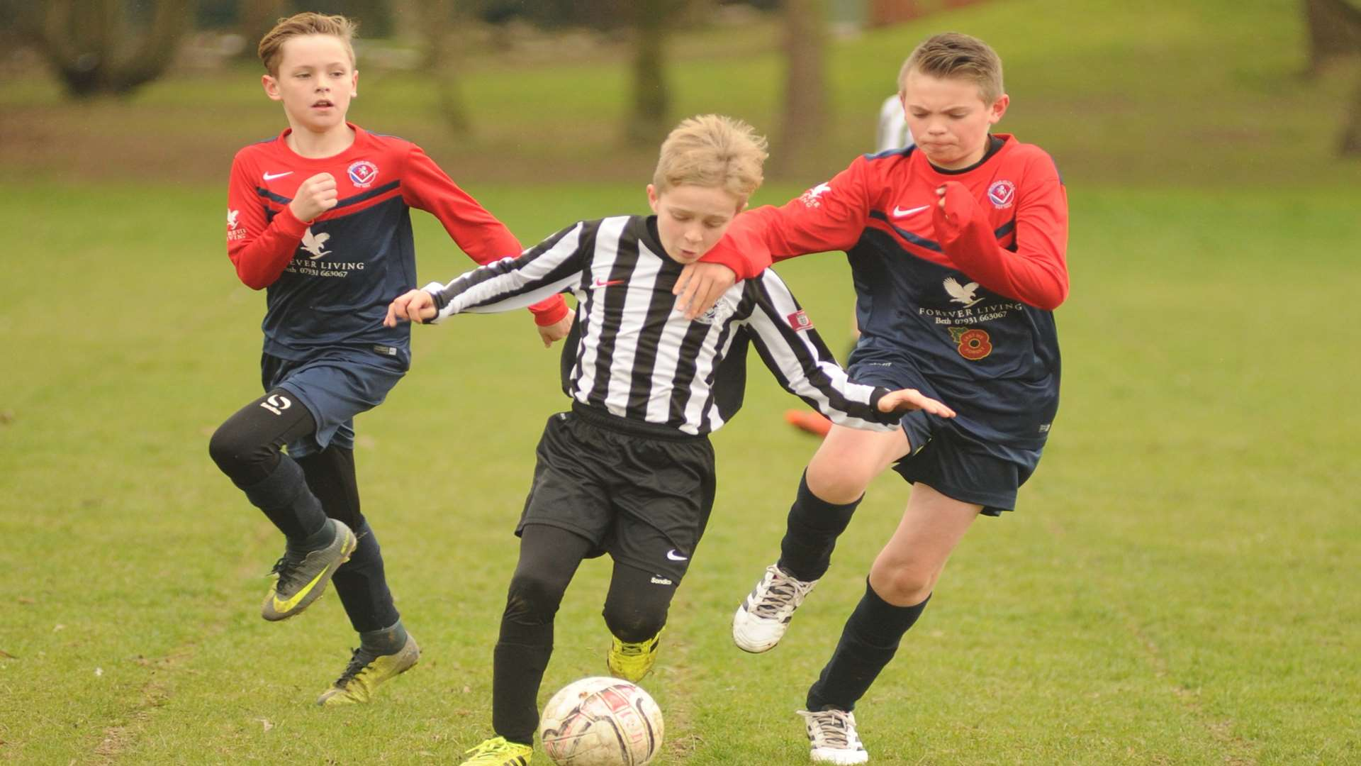Milton & Fulston United under-11s find a gap against Hempstead Valley Rangers Picture: Steve Crispe