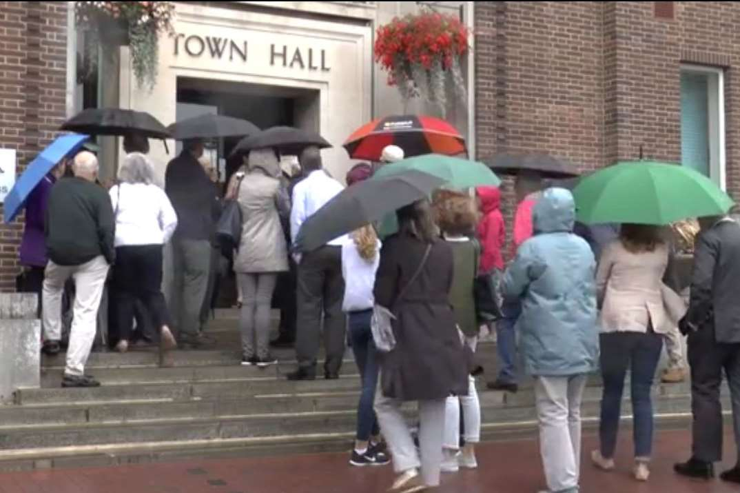 Many people had to wait outside the Town Hall because it was full
