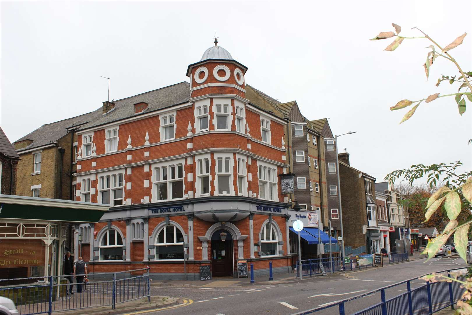 The Royal Hotel at the junction of Sheerness Broadway and Royal Road