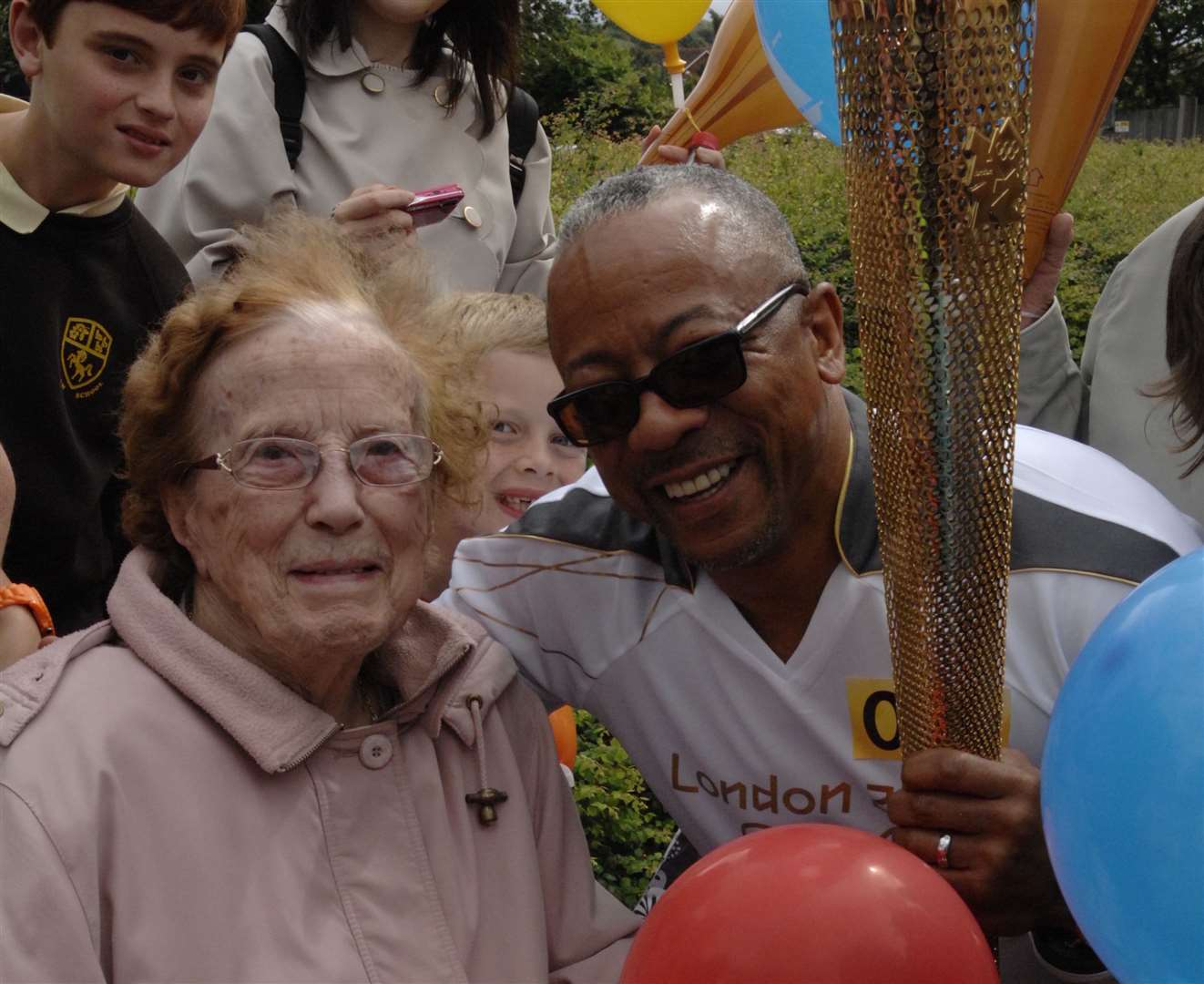 Jean Holton, who turned 90 just weeks later, meets torchbearer George Hamilton. Jean saw the Olympic flame in London in 1948