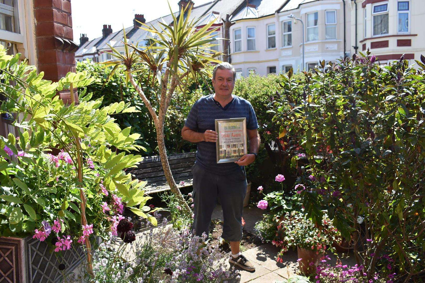 Silver winner of best commercial, Warwick Guesthouse (2981617)