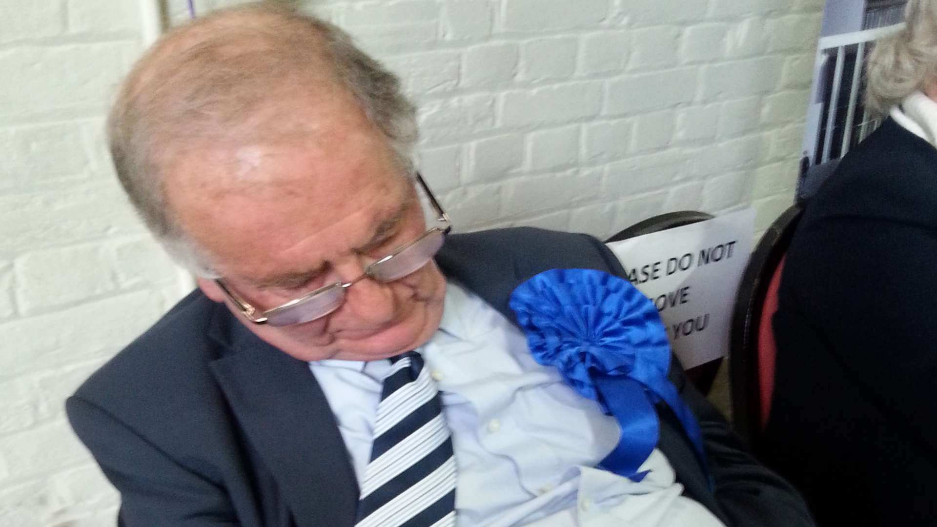 Roger Gale catches forty winks