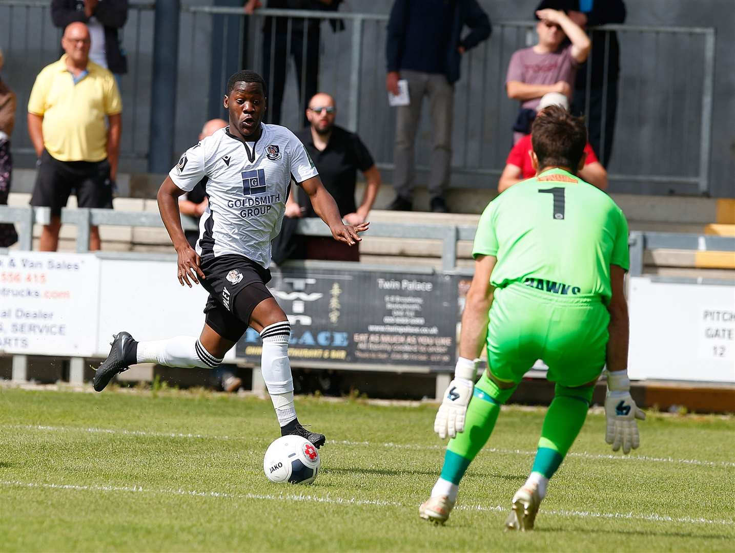 Norman Wabo goes through one-on-one with the Havant goalkeeper Picture: Andy Jones