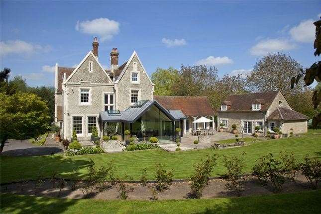 Six-bed detached house in Gallants Lane, East Farleigh. Picture: Zoopla / Savills